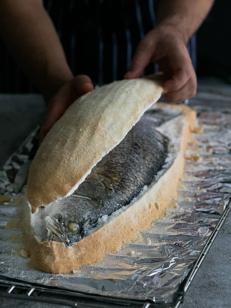How to open the crust of the whole baked barramundi