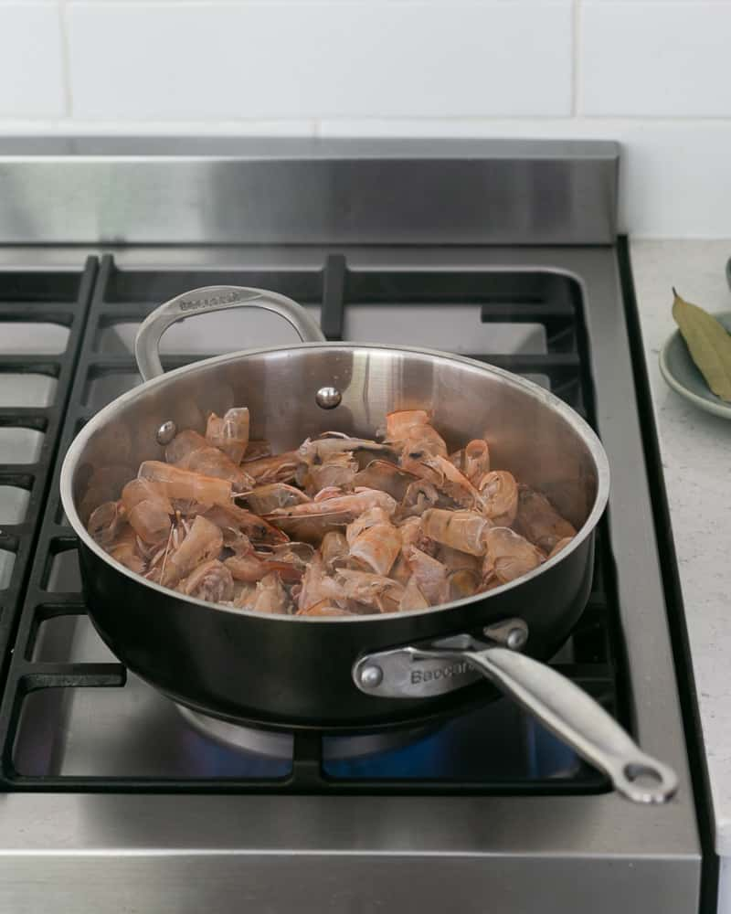 Steps to make prawn stock with prawn shells and heads