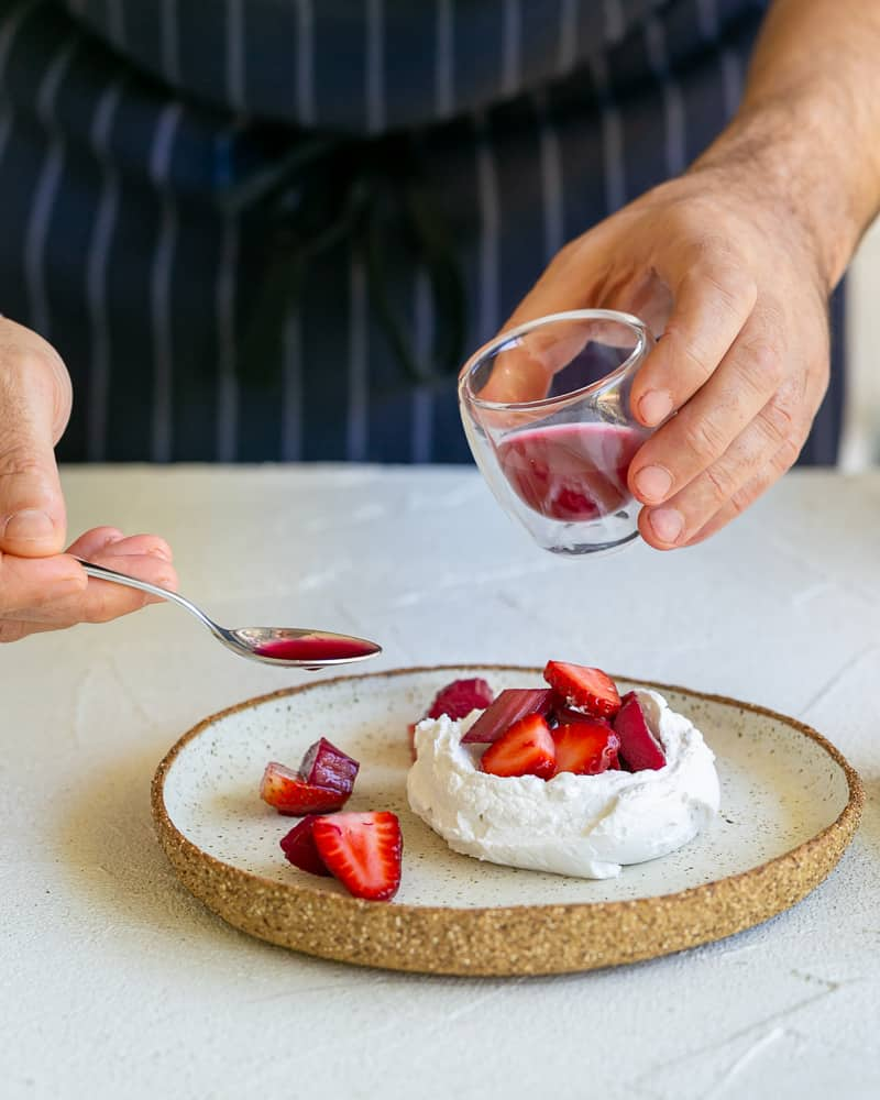 Dressing the dessert with the poaching liquid